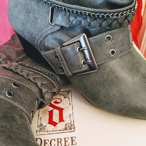 Decree Ankle Boots